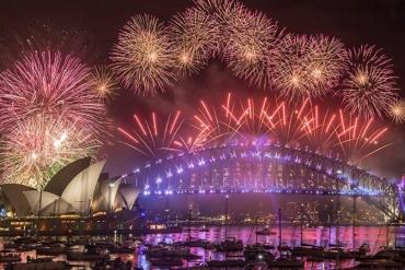 """Úc: Mãn nhãn với màn pháo hoa """"danh bất hư truyền"""" chào năm mới 2018 tại cầu cảng Sydney"""